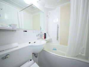自社開発の節水タイプのたまご型浴槽、通常の浴槽より約20%の節水かつゆったり入浴できます
