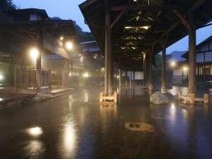「江戸情話 与市」は、江戸時代の露天風呂を再現した癒しの湯です。