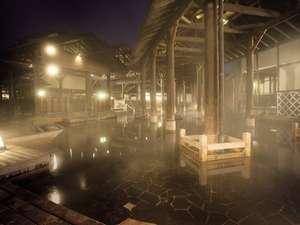 夜の露天風呂「与市」は幻想的な霧の世界。