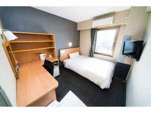 150cmのセミダブルベッド全客室に完備