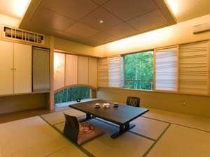 【特別室かぐや】静けさを妨げぬよう、トーンを抑え、竹の間から注ぐ柔らかな光を感じて下さいませ。
