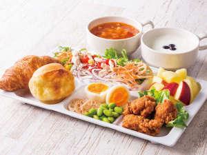 ◆盛り付け例◆朝からしっかり食べたい方には、からあげやパワーサラダなど、お肉メニューがぴったり!