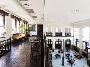 館内2F、ご宿泊のお客様限定のフリードリンクラウンジをご利用いただけます。