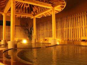 <かたくりの湯・露天風呂>東屋のある露天とつぼ湯が楽しめます。