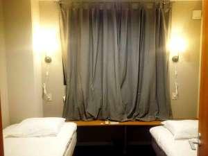 シングルベッド2つの個室です。2人旅に最適♪