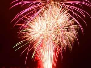 北湯沢冬の満天花火開催:12/23~1/9迄 1日1発だけハートの花火が上がります。