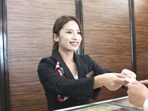 【フロントスタッフ】 元気と笑顔でおもてなしいたします♪
