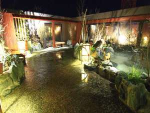 ◆露天風呂(夜) 天気のいい日は星空を眺めながら入浴できます♪