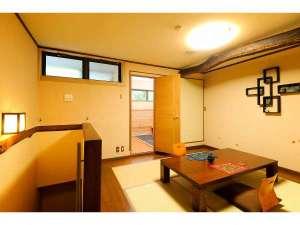 """客室""""いちょう""""食事室とサーマルルームが同じフロアーにあります。"""
