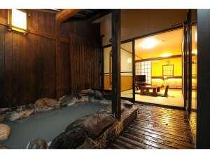"""客室""""いちょう""""の露天風呂と客室1階部分"""