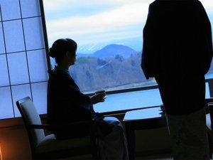 全室が湖側を面し、一つ一つのお部屋から望む風景はそれぞれ違います。