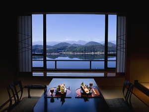 「お部屋一例」 四季の移ろいとともに表情を変え、すべてのお部屋から臨める絵画のような絶景