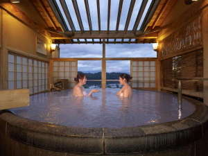 大浴場「絹の湯露天」ミクロの泡がより一層、美肌効果があります。