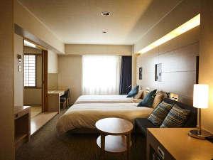 ベッド2台と6畳和室に布団3枚で5名までご宿泊出来ます。このお部屋5室しか御座いませんのでお早めに!