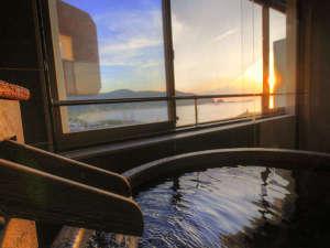 【客室露天風呂】日本海に沈むサンセットお楽しみ頂ける     「天然温泉客室露天風呂」