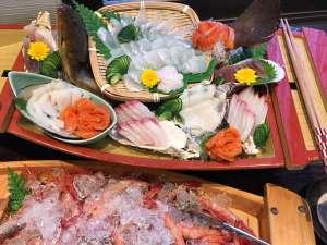 舟盛り 真鯛・鮪・サーモン・平目など季節に応じて(ビュッフェにてご提供)
