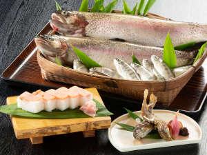 神鍋高原十戸のニジマス手作り押し寿司とアマゴの焼き物