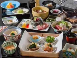 夕食のメインは4種の中からお好みの料理を選べる『趣肴膳』※イメージ