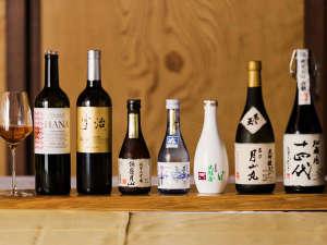 日本酒やナチュラルワインも豊富に取り揃えております