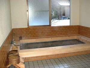 アルカリ天然鉱泉のひのき風呂