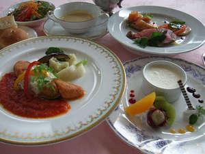 ご宿泊のお客様には多彩なご夕食券メニューを取り揃えております。