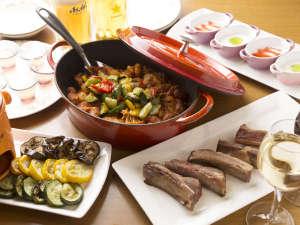 洋食をメインに約50品が揃う夕食バイキング(イメージ)