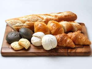 【ル・マッターホルン】<世界のパンが大集合!>クロワッサンやライ麦パンなど焼立てをご用意(朝食一例)