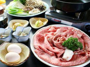 関西の本格すき焼きで但馬牛の肉と脂の味を堪能!