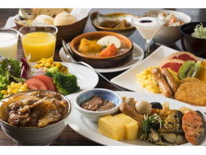 【朝食盛り付け例】十勝の朝ごはんをコンセプトにした栄養たっぷりの朝ごはん。