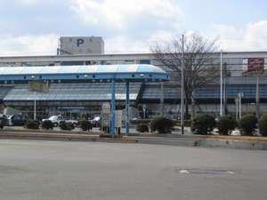 当ホテル徒歩1分圏内に約30台分の無料駐車場を3ヶ所ご用意しております。