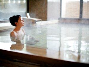 道後温泉の湯と清潔感を大切にした大浴場。露天風呂・サウナあり。