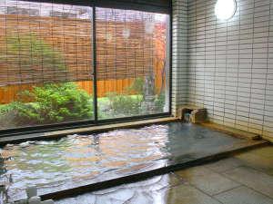 【男女浴室】源泉掛け流し100%の温泉です。日帰り入浴も行っております。