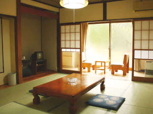 【標準和室】標準和室は浴室に近い1階のお部屋です。当館は全室和室となります。