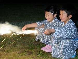 家族みんなで楽しめるイベント満載。夏の思い出はやっぱり花火!(花火はホテルで用意します。)