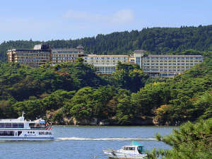 松島湾から撮ったホテル外観