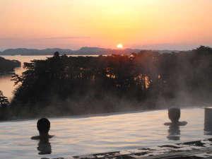 露天風呂≪朝≫松島から昇る朝日は絶景です。