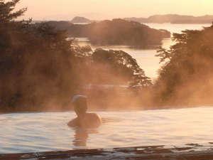 露天風呂≪朝≫是非とも日の出に合わせてご入浴ください♪絶景です!