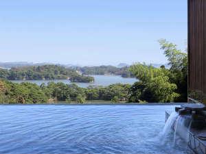 露天風呂≪昼≫ 松島湾の眺望とともにゆったりとお寛ぎ下さい。