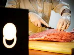 館内「精肉店」ではその場でご注文頂ける量り売りのお肉もあります。 お気軽にお声かけくださいませ。