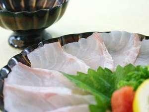 『天然クエ』の薄つくり・・・適度にのった脂と食感は たまらない!!『天然本クエフルコースの一品』