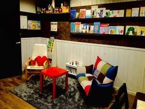 オーナーお気に入りの文庫、絵本も揃っています。