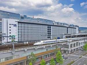 南側のお部屋は新幹線ビューでお子様連れの方に人気♪(*3名1室のお部屋は新幹線は見えません。)