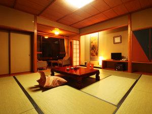 和室12.5畳_全室バストイレ付きです。窓から見渡す景色と共にごゆっくりとおくつろぎください。