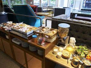 1階のSUZUCAFEにてゆったりと朝食をお召し上がれます。6:30-9:30(L.O.)※画像はイメージです