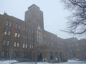 雪の中の北海道大学にもお散歩にいかがですか