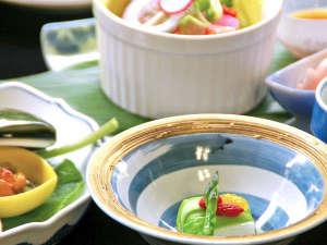 ※精進料理の概念が変わる、彩りやあしらい。ぜひお食事を堪能ください。