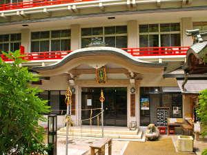 ※外観 新館からは、信貴山の参道が望めます。