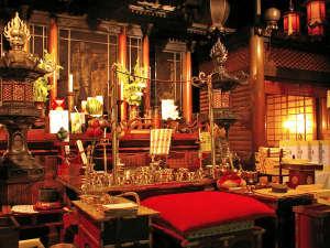※毎朝、護摩祈祷される仏殿。神聖な雰囲気は、まさに総本山。