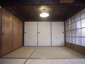 寝室2広めのお部屋(5名様まで収容可能)