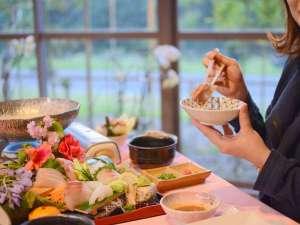 【食事風景】温かい料理は温かく、冷たい料理は冷たく。目にも舌にも鮮やかな会席